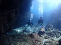 沖縄恩納村ダイビング_青の洞窟ボートファンダイビングツアー